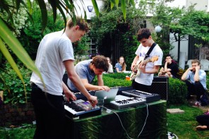 Stamp.TV: Amoa Mass – Welles (live garden session)